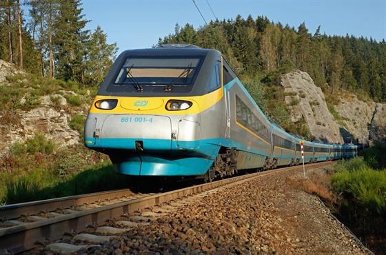 Cestování vlakem od sametové revoluce zrychlilo až o třetinu