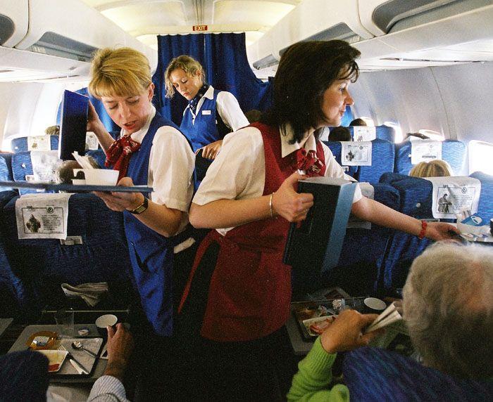 Za rozlitou kávu v letadle ručí aerolinky, řekl unijní soud