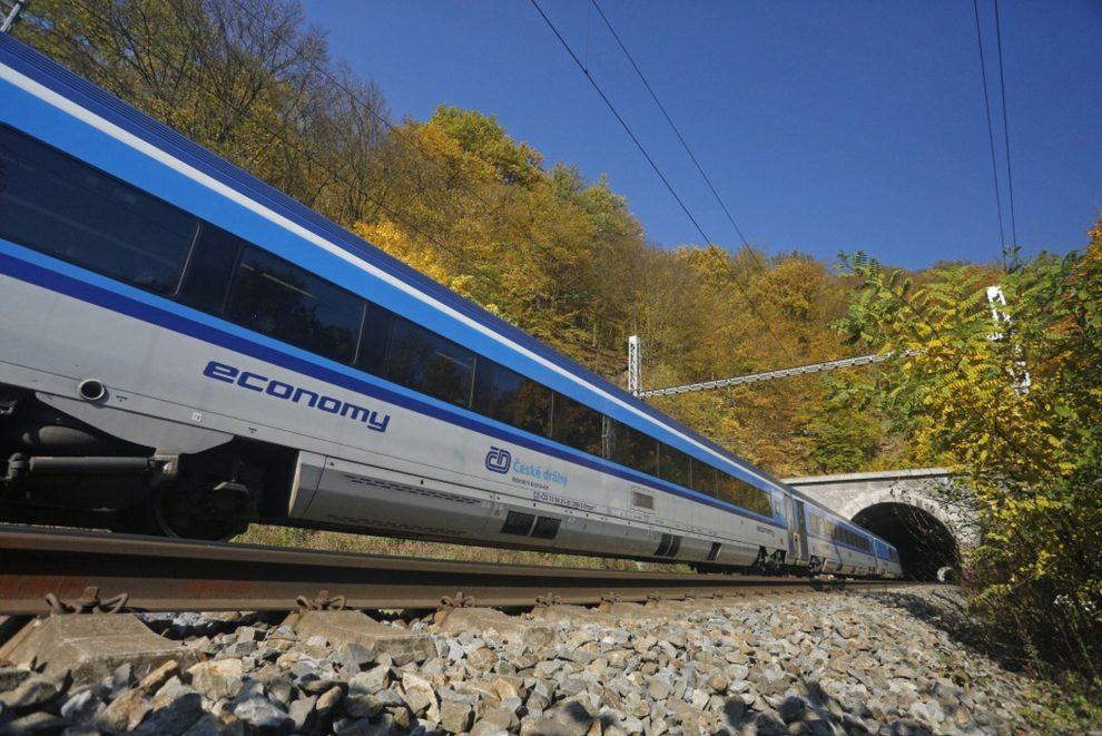Stát uzavřel s ČD desetiletou smlouvu o provozu 19 linek
