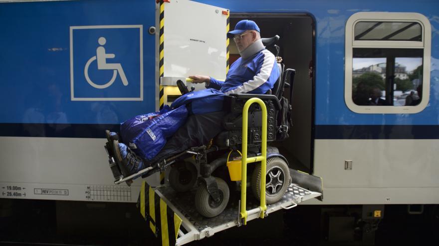 Jen pětina vlakových stanic je přístupná vozíčkářům