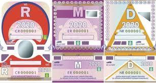 Poslední papírové dálniční známky jsou v prodeji, nově budou od poplatku osvobozena ekologická auta