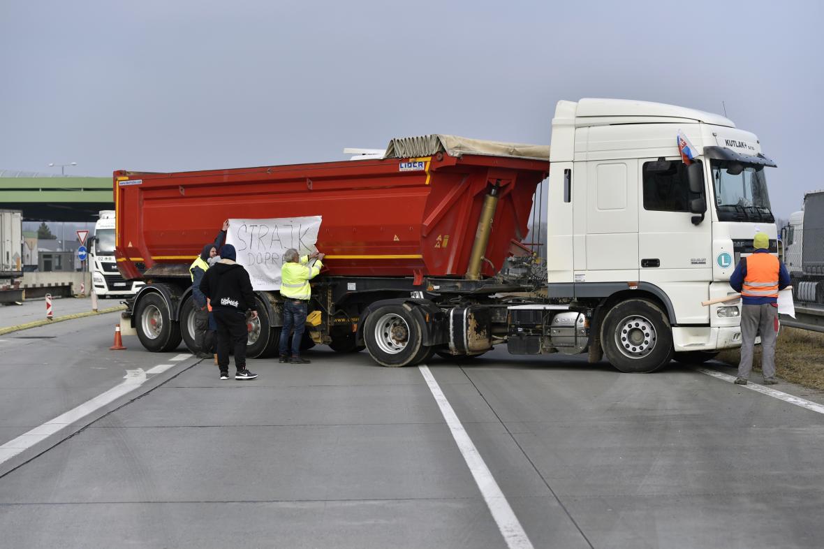 Slovenští autodopravci plánuji obnovit blokády hranic, i s ČR