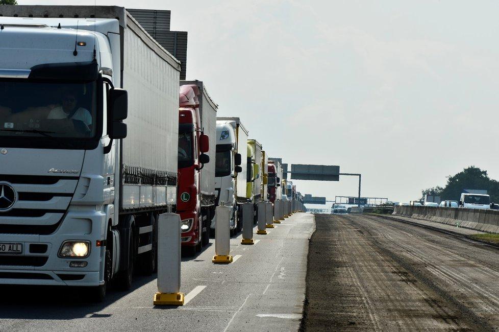 Sněmovna podpořila liniový zákon, který má zrychlit stavbu dálnic