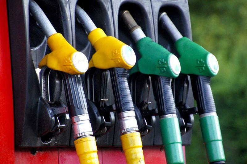 Průměrné ceny benzinu a nafty v Česku stoupají