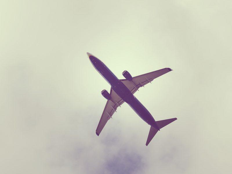 Aerolinky musejí u ceny letenky uvádět povinné poplatky