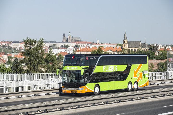 Autobusová doprava na kolenou