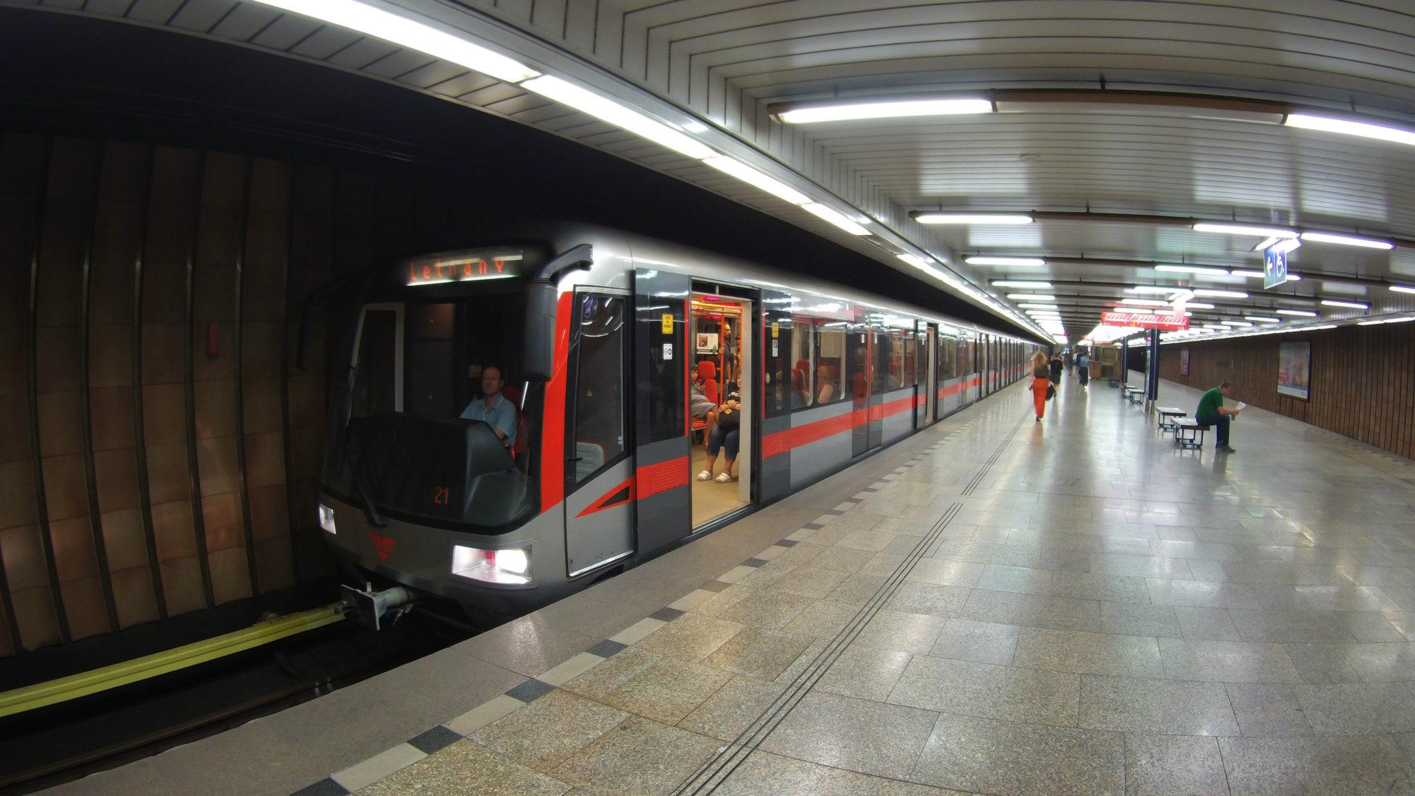 Pražské metro přepravilo loni 440,489 milionu cestujících
