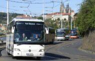 Autobusoví dopravci jsou podle Sdružení ČESMAD Bohemia v pasti a letní sezona je nespasí