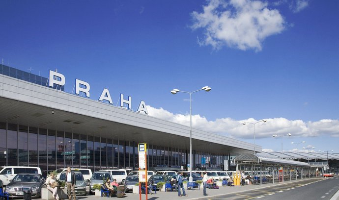 Počet pasažérů pražského letiště se za půlrok propadl na 2,5 milionu