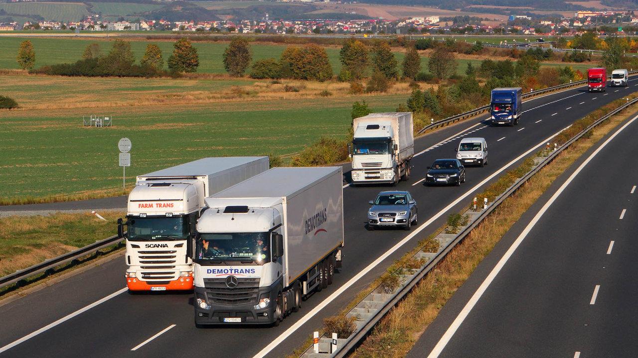 Kamionové firmy dál počítají ztráty, do konce roku se to nezlepší