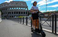 Řím podpořil e-koloběžky,podle mnoha jejich řidiči zdivočeli