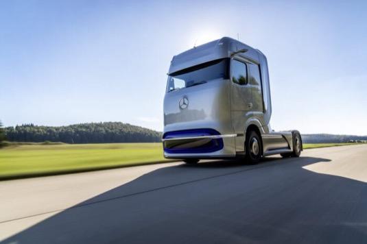 Daimler nabídne elektrická bateriová i vodíková těžká nákladní auta