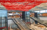 Po letech zpoždění a uprostřed krize se otevírá berlínské letiště
