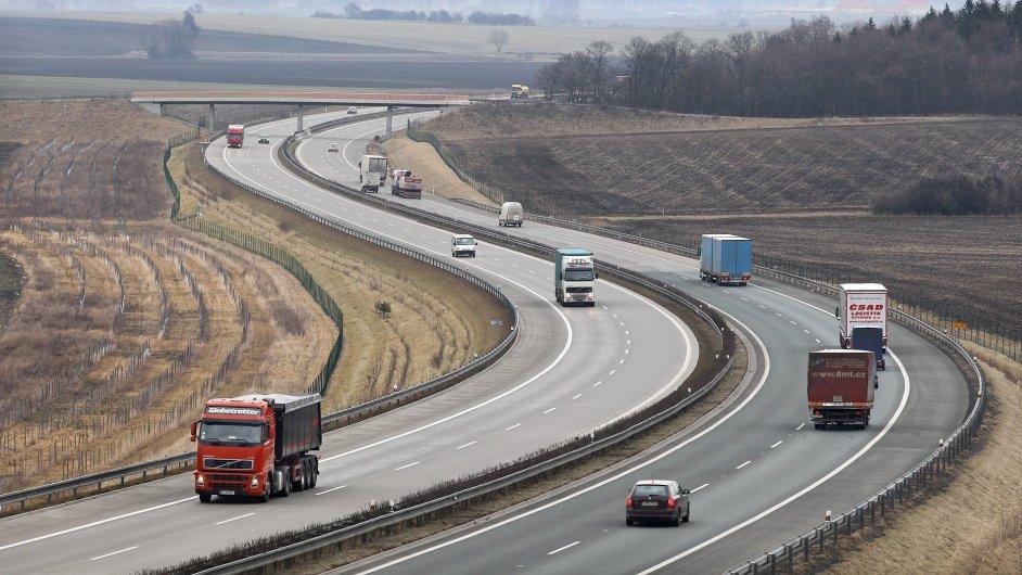 Studie: Stavba dálnic v ČR byla proti Maďarsku a Polsku pomalejší