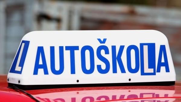Většina autoškol vydrží bez tržeb 3 měsíce, žádají vládu o pomoc