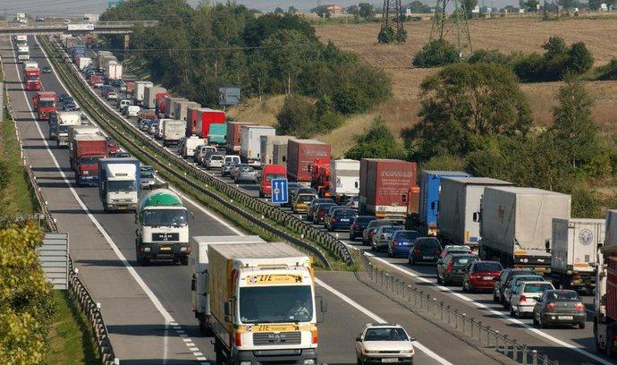 Dopravci si v příštím roce asi za mýto připlatí, probere to vláda