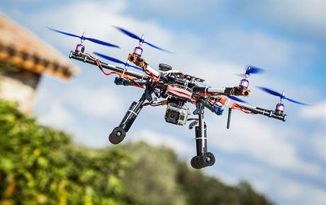Asi 50.000 majitelů dronů čeká do konce roku registrace