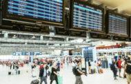 Počet cestujících Čechů do zahraničí loni klesl o polovinu