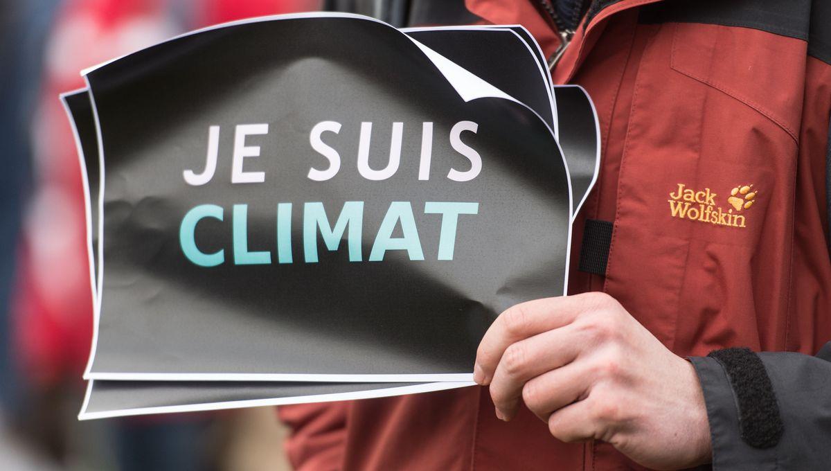 EIB: Evropané kvůli klimatu jedí méně masa, chtějí omezit létání