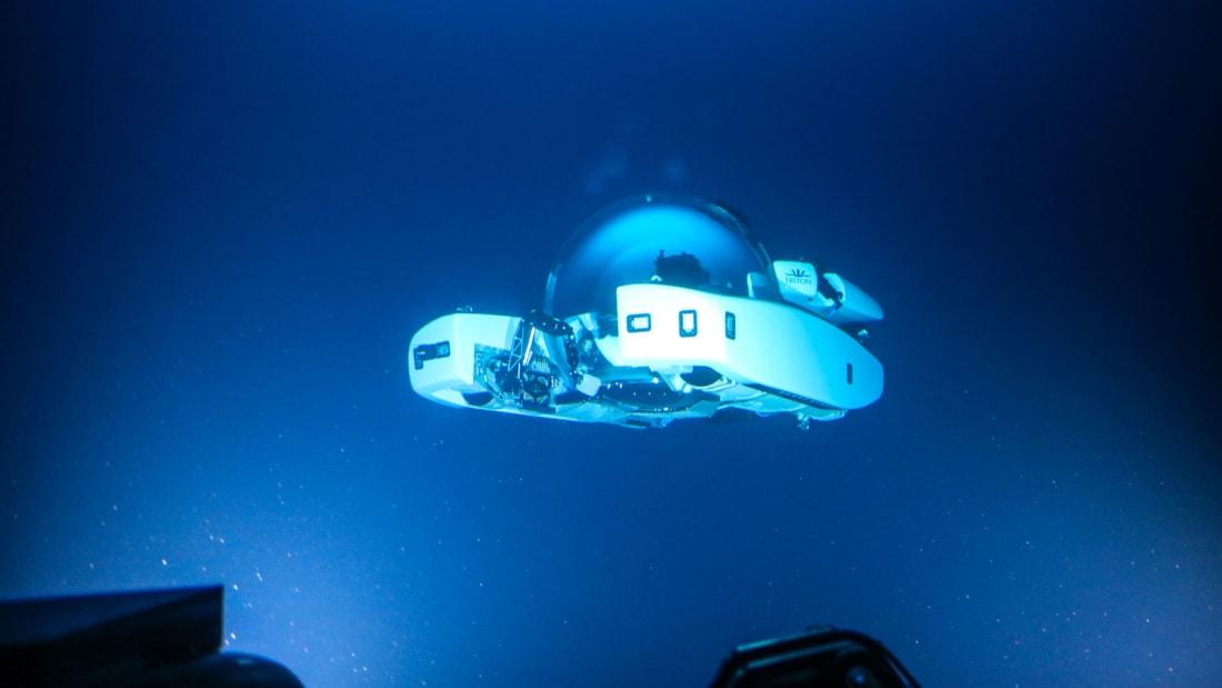 Turisté se mohou v ponorce podívat do hloubky 1000 metrů