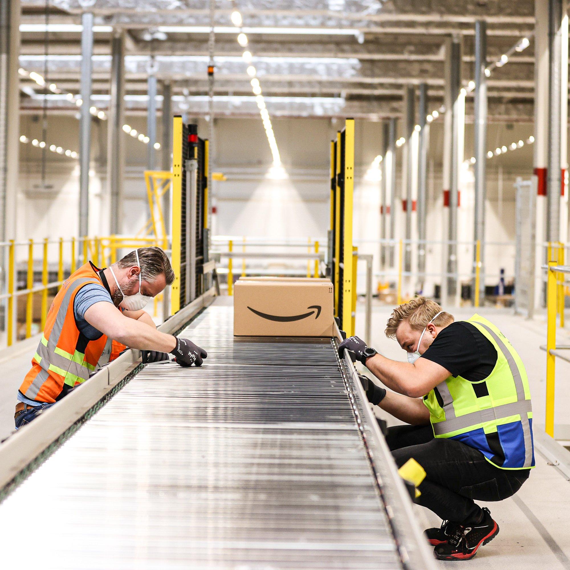Distribuční centrum Amazonu slaví v Česku 5 let: Více než 4 000 stálých pracovních míst a miliarda EUR investovaných do ekonomiky