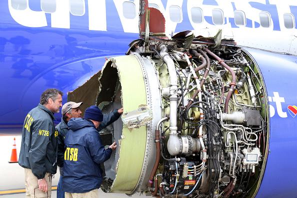Boeing po problému s motorem doporučil nepoužívat některá letadla