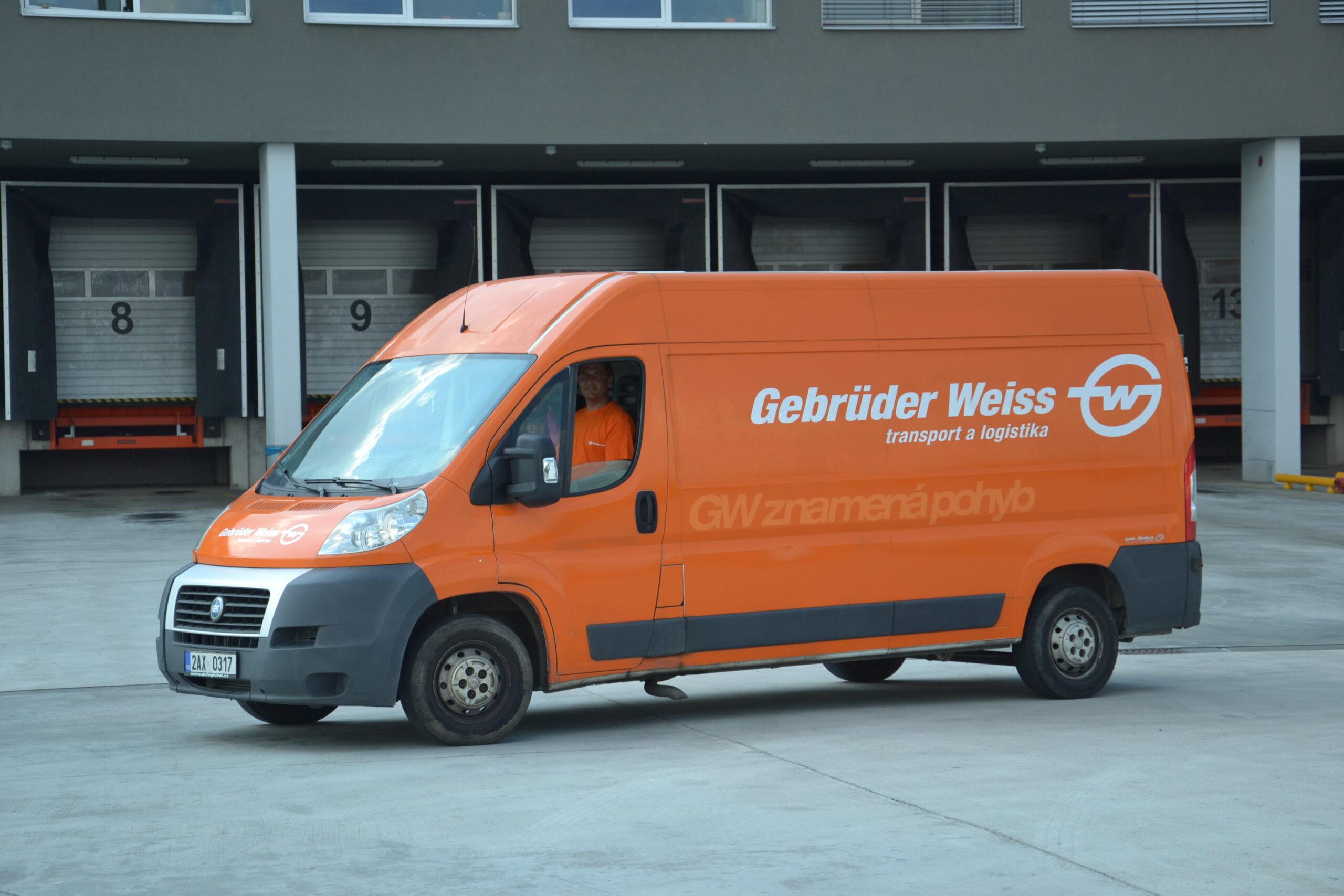Gebrüder Weiss doručil přes 3000 kilogramů pomoci rodinám samoživitelů