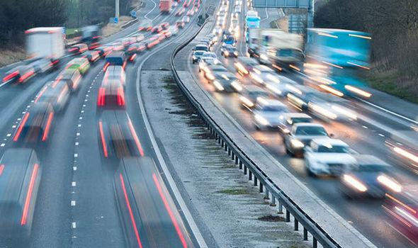 Na silnicích v EU loni oproti roku 2019 zemřelo o 4000 lidí méně