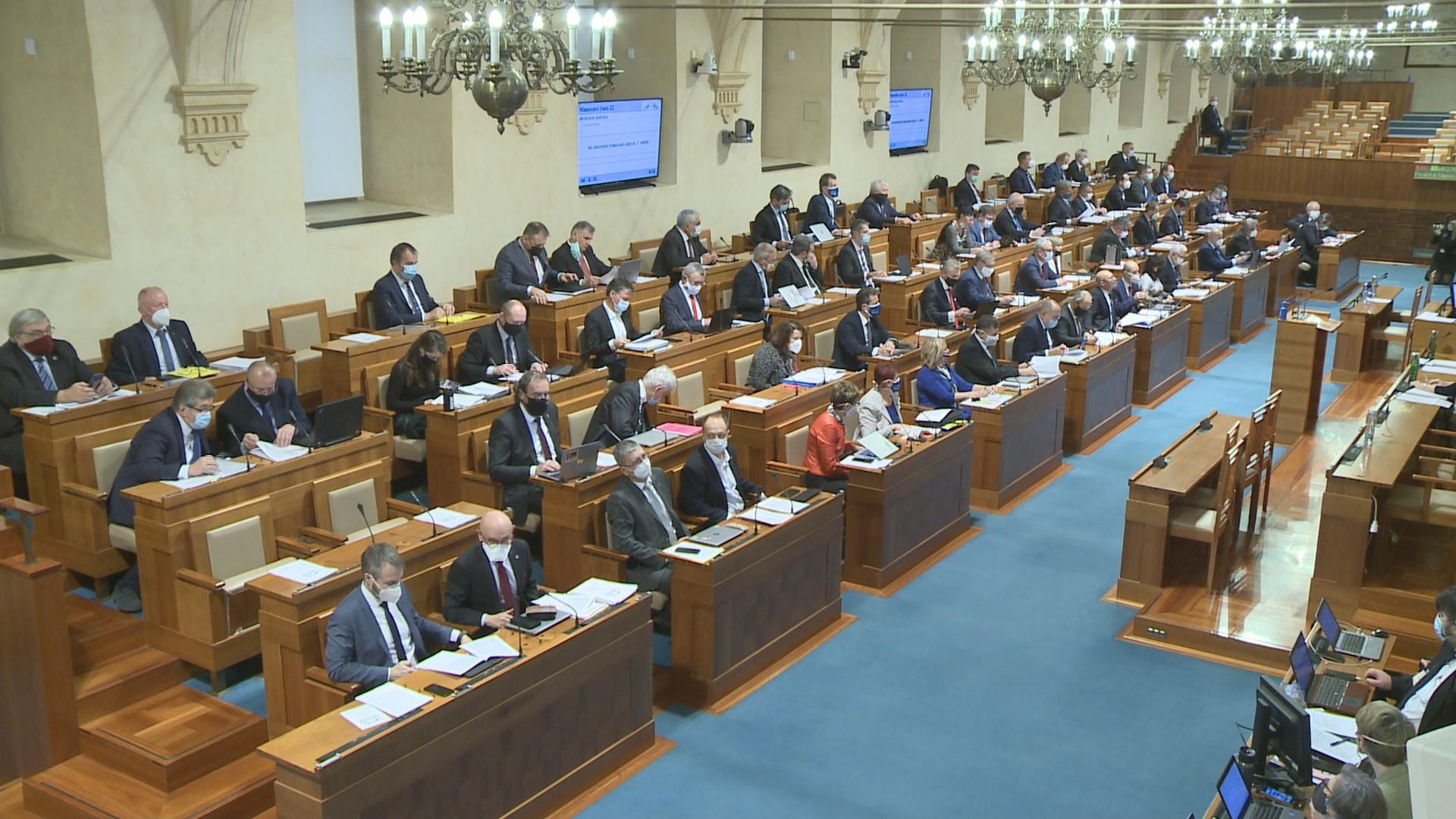 Senát schválil posílení kontroly nad fondem dopravy