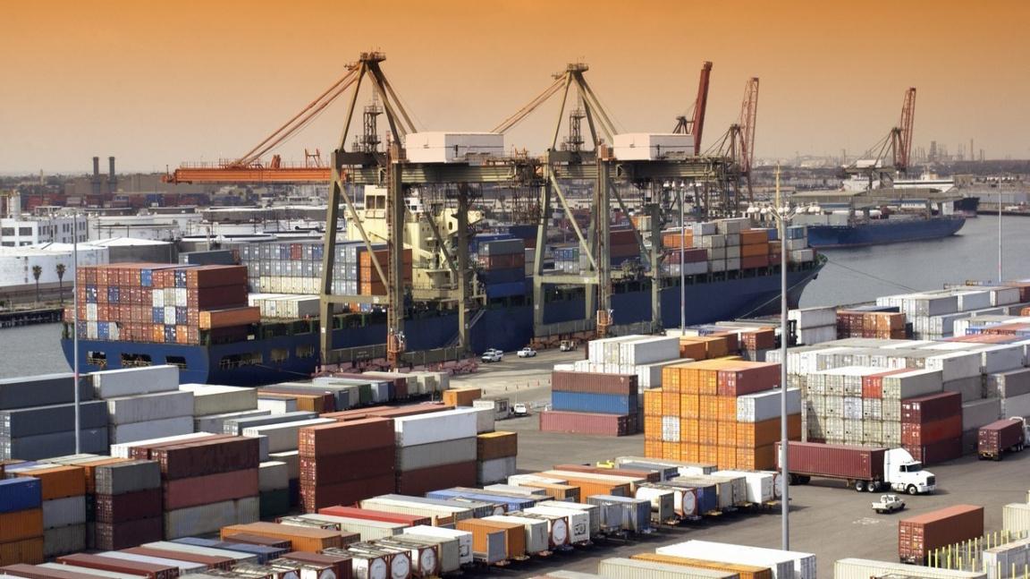 Potíže v kontejnerové dopravě možná nezmizí ani do Vánoc, tvrdí experti