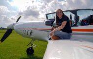 Devatenáctiletá pilotka chce sama obletět celý svět, byla by nejmladší ženou