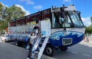 Paříž má novou turistickou atrakci, obojživelné vyhlídkové autobusy