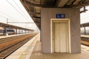 Správa železnic letos přestaví téměř tři desítky nádraží na bezbariérové