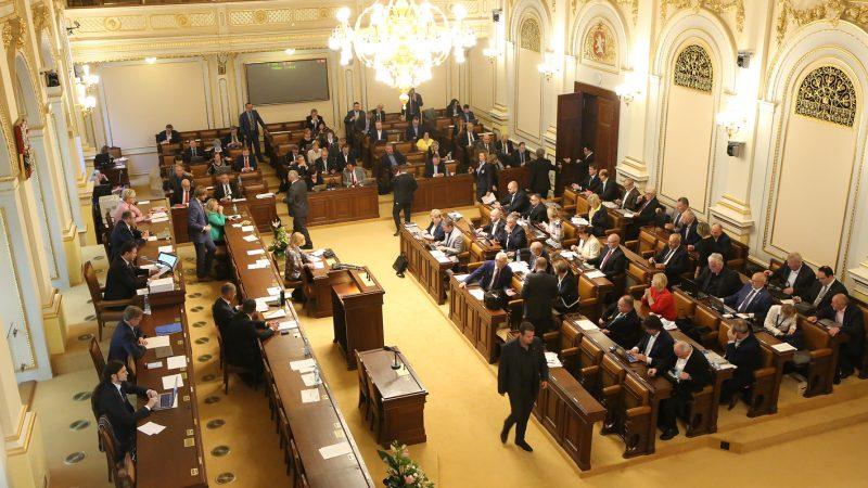 Sněmovna zpřesnila dobu platnosti stanoviska MŽP k dopravním stavbám